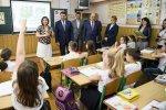 Прем'єр-міністр України: дохід українського вчителя треба довести до ринкового рівня